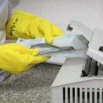 2. Schritt gereinigte trockene Instrumente eintüten und verschweissen